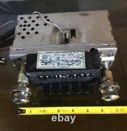 Vintage FORD RADIO 12v NEG GND Car Truck (ALL KNOBS PUSH BUTTONS) 7 x 7.5 x 3
